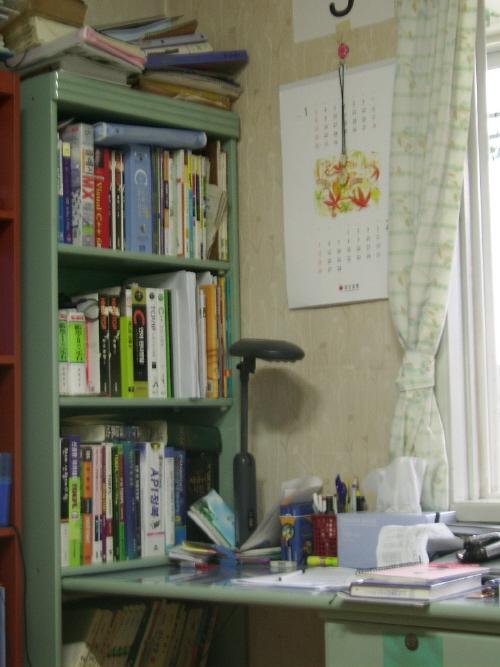 제 책상입니다.